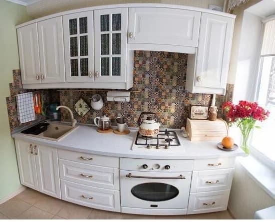 Белая кухня с фасадами ИКЕА БУДБИН — это нарядно